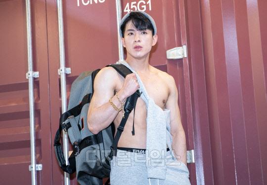 [포토] 미스터트롯 나태주, 자신 있는 발차기 포즈